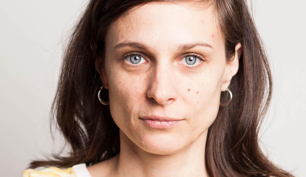 """Romina Paula, autora de Agosto: """"uno a los 17 debería saber quién quiere ser o quién es y eso es muy absurdo"""""""